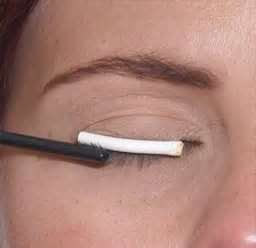how to use eyelash curler steps. next step is to apply the eyelash perm solution or 1 (curling process) with a toothpick micro-applicator so you can concentrate on each how use curler steps